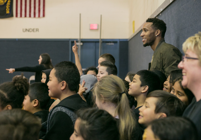 NBA Star Evan Turner Packs Bags at Adler Elementary in Oregon