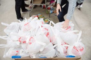 1,800 bags were packed for children in Chicago. ©2017 Mike Fan Photography and/or www.mike-fan.com