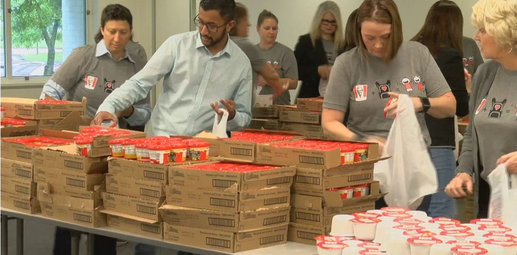 Mayor Fischer, KFC take part in Blessings in a Backpack Week