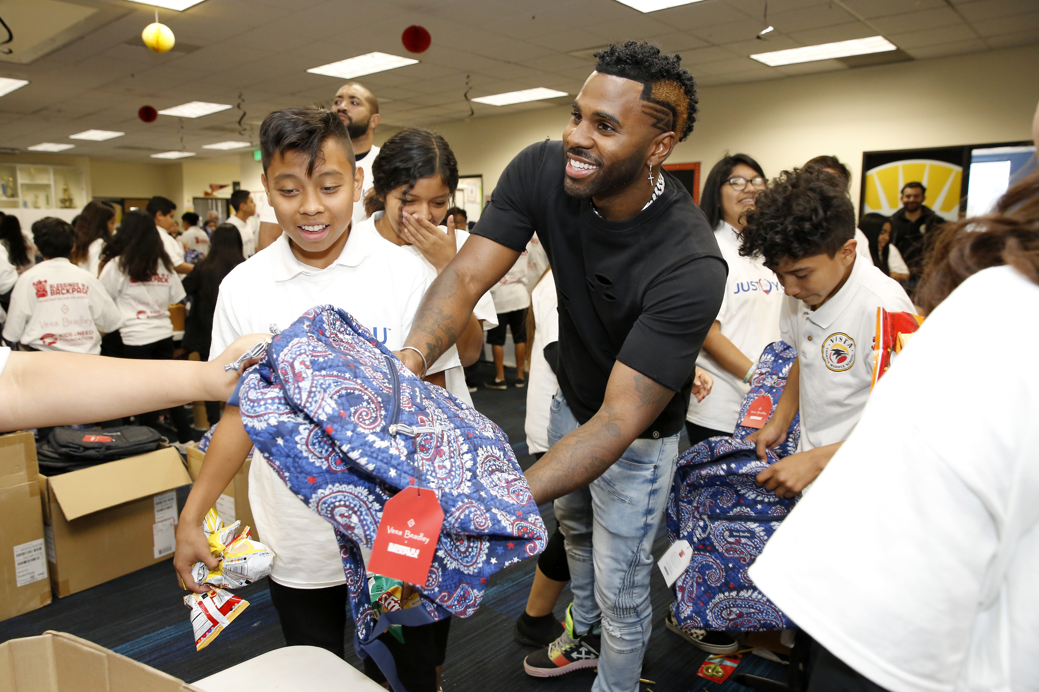 Jason derulo volunteering with Blessings in a Backpack