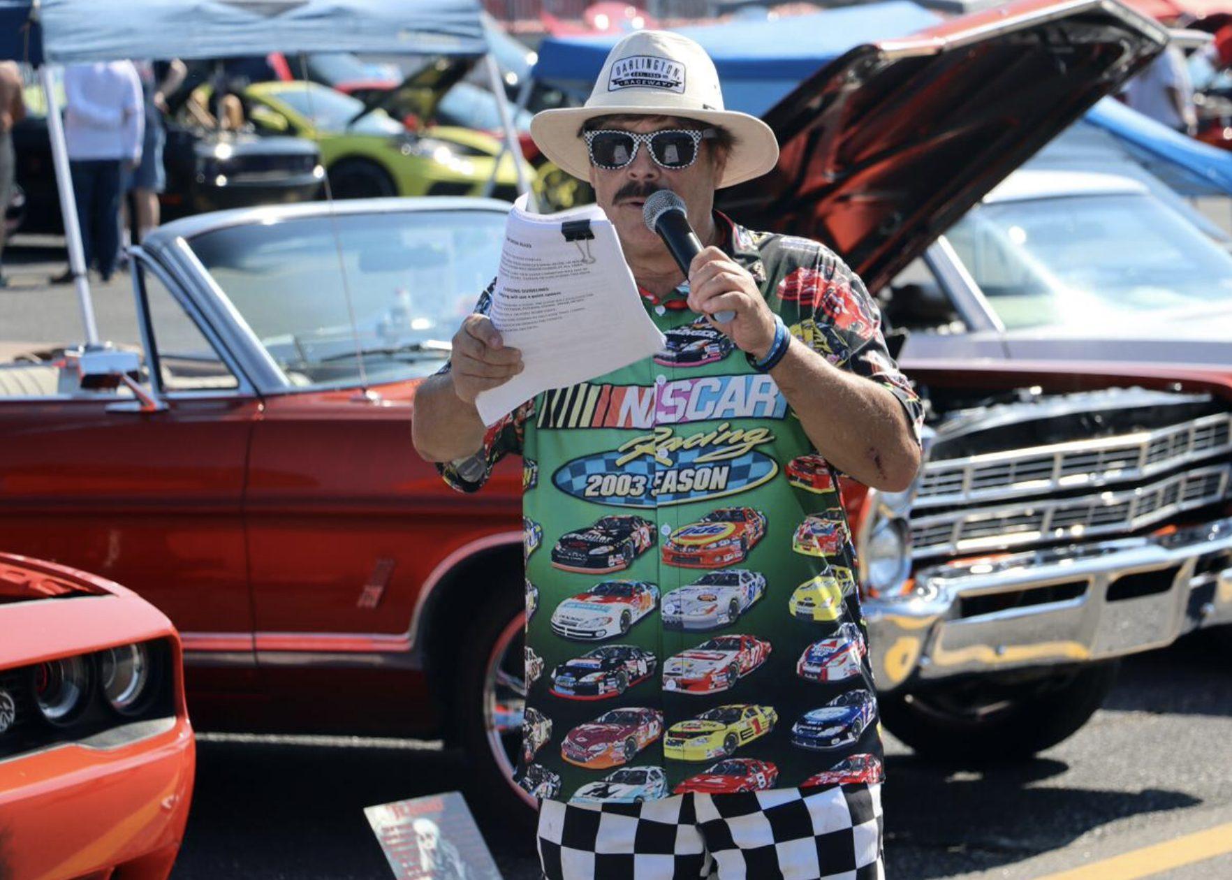 Darlington Raceway plays host to Classic Car Show, Track Laps